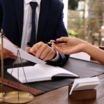 Legal advice: Can anyone who is not a lawyer give it?